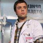 36459 Звезда «Интернов» Александр Ильин разлучился с новорожденным первенцем
