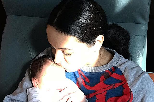 41-летняя Диана Вишнева впервые стала мамой и показала фото ребенка