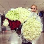 Директор Анастасии Волочкой прояснил скандал с цветами в самолете