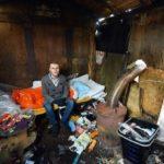 Ее сын рассказал, что видел бездомного парня и мама троих детей привела его в дом.
