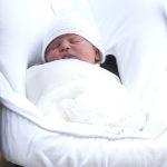 37364 Младший сын Кейт Миддлтон и принца Уильяма получил свидетельство о рождении и познакомился с королевой Елизаветой II