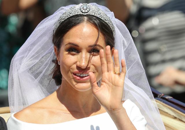 Разбираем свадебный образ Меган Маркл: платье, тиара, фата, кольцо и букет авторства принца Гарри