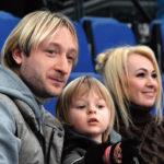 37783 Саша Плющенко: «Я не трачу деньги, а складываю в копилочку»