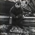 Солдаты сели обедать, внезапно из руин начали выползать немецкие дети…