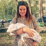 37405 Вера Полозкова показала новорожденного сына