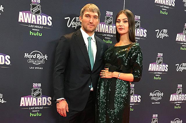 Беременная Анастасия Шубская разделила с Александром Овечкиным его триумф на церемонии NHL Awards 2018