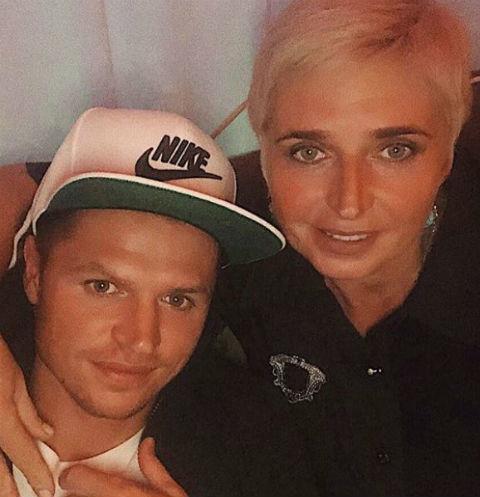 39987 Дмитрий Тарасов похвастался молодой мамой