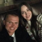 40087 Дмитрий Тарасов вывел в свет беременную жену