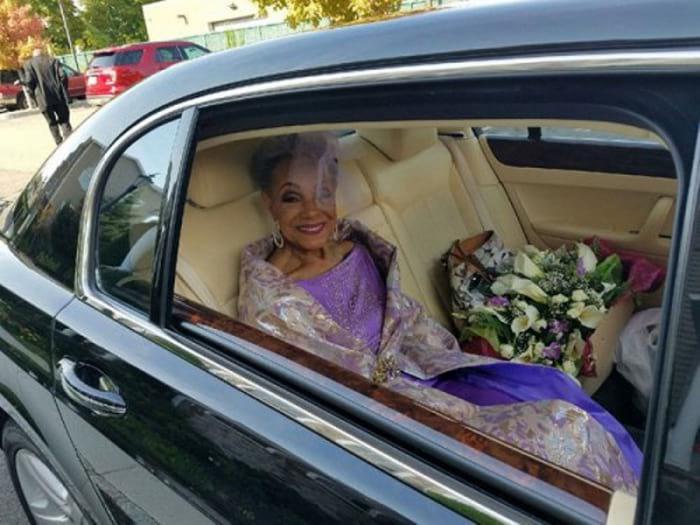 40318 Этой невесте 86 лет, но она покорила весь Интернет своим великолепным нарядом! Шикарная женщина!