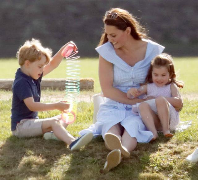 39860 Кейт Миддлтон с детьми на турнире по поло: Джордж и Шарлотта стали главными звездами мероприятия