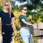 40388 Кристен Стюарт вышла на шопинг со своей девушкой Стеллой Максвелл