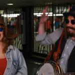 40058 Кристина Агилера и Джимми Фэллон выступили в метро Нью-Йорка: видео