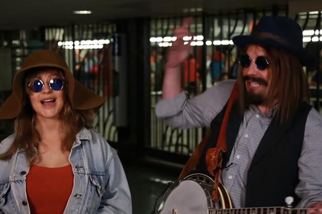 Кристина Агилера и Джимми Фэллон выступили в метро Нью-Йорка: видео