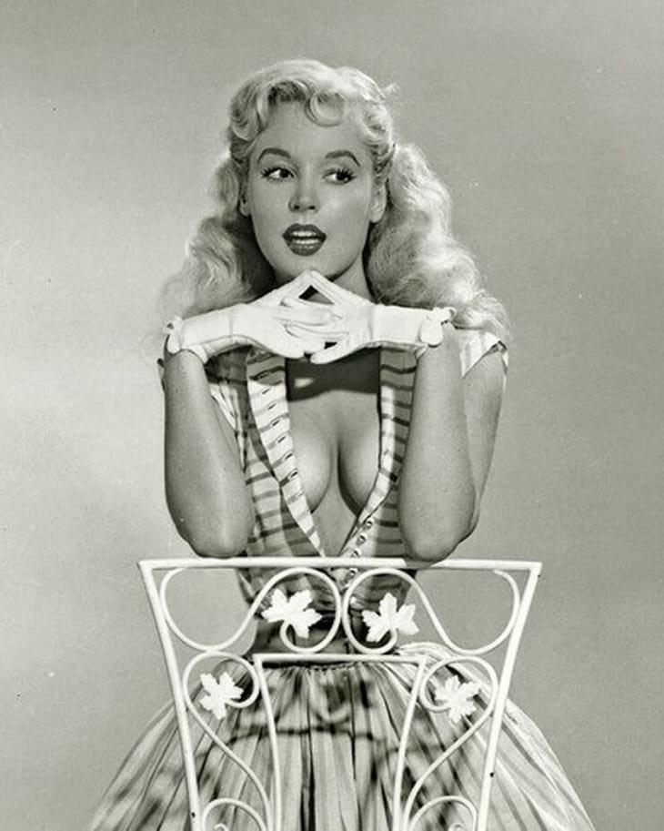 Предшественница Мерилин. Самая красивая и изящная модель, которая не растеряла своей красоты до глубокой старости…Шикарная!