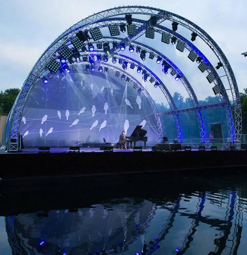 Сцена на воде на ВДНХ откроется Фестивалем духовых оркестров