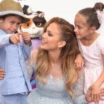 Видео дня: Дженнифер Лопес, Мила Кунис, Блейк Лайвли и другие рассказывают о материнстве