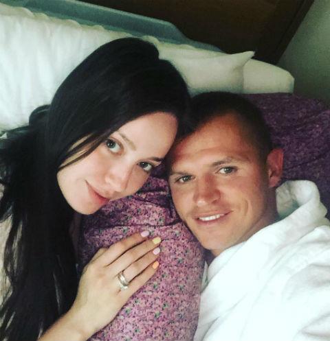 Жену Дмитрия Тарасова увезли в роддом