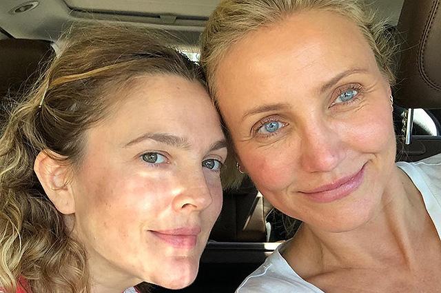 41752 43-летняя Дрю Бэрримор и 45-летняя Кэмерон Диас показали селфи без макияжа и фильтров