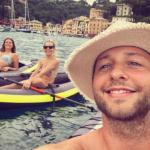 42320 Дерек Бласберг, Даша Жукова и Сиенна Миллер отдыхают в Италии