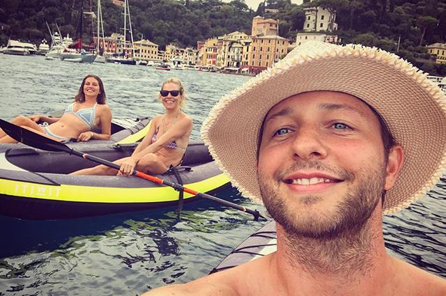 Дерек Бласберг, Даша Жукова и Сиенна Миллер отдыхают в Италии