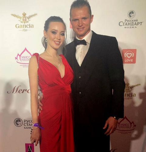 Дмитрий Тарасов рассказал, на кого похожа новорожденная дочь