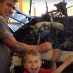 41836 Его отца прижало машиной, он умирал, не имея возможности дышать, тогда этот 8-летний малыш совершил невозможное!