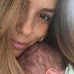 Ева Лонгория показала нежный снимок утренних объятий с новорожденным сыном Сантьяго