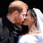 Инсайдер о ласковых прикосновениях принца Гарри и Меган Маркл на публике: «Они оба любят нежности»