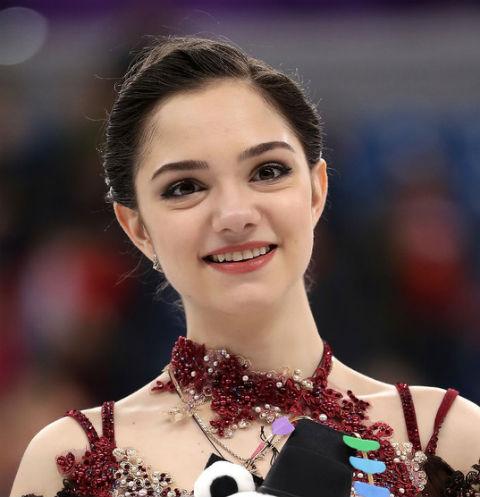 «Испытывает эйфорию от жизни в Канаде»: Олимпийская чемпионка заступилась за Евгению Медведеву