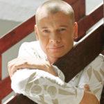 42399 Отчим Владислава Галкина встретился с биологическим отцом умершего актера