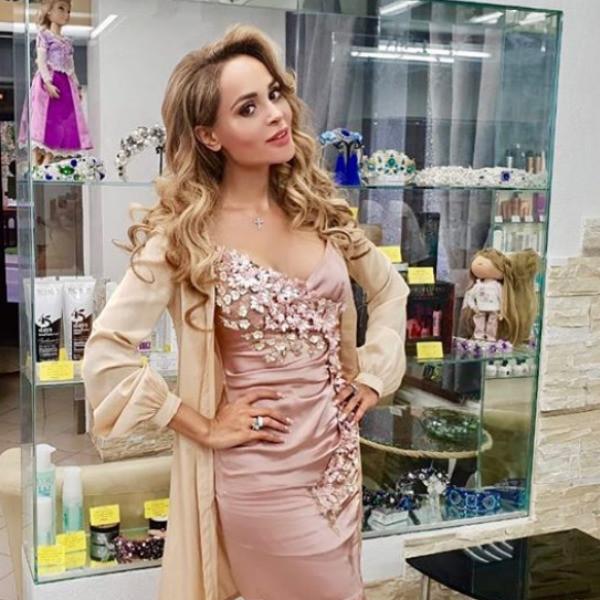Солнцев о Калашниковой: «Ты простенькая! Платье из недорогого пододеяльника»