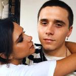Эксперт по языку тела прокомментировал семейные снимки Виктории Бекххэм