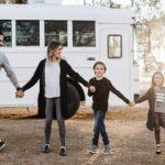 42514 Семья с 4-мя детьми перестроила школьный автобус в…дом! Получилось просто замечательно!