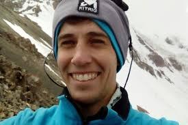 Существует жесткое правило у альпинистов — На высоте 6 тыс. метров людей не спасают! Но этот парень не смог бросить умирающую девушку!