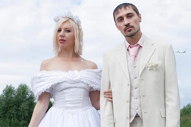 Треш, угар, Лолита и Наташа Королева в клипе Димы Билана и Polina «Пьяная любовь» о провинциальной свадьбе 90-х