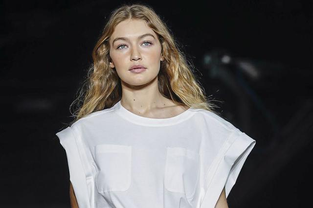 43018 Неделя моды в Милане: Кендалл Дженнер, сестры Хадид и Кайя Гербер на показе Alberta Ferretti