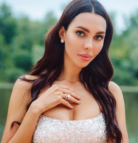 Жена самарского олигарха платит за школу сына полтора миллиона рублей
