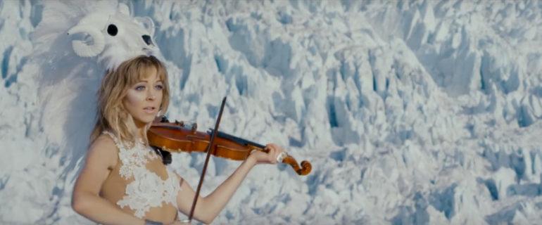 Lindsey Stirling — I Wonder As I Wander, новый клип
