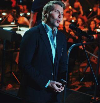 Николай Басков попросил прощения во время концерта