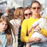 44244 Ирина Шейк вместе с дочкой, сестрой и племянниками посетила фермерский рынок в Лос-Анджелесе