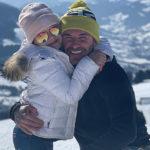 Дэвид и Виктория Бекхэм с детьми катаются на лыжах в горах: фото семейного отдыха
