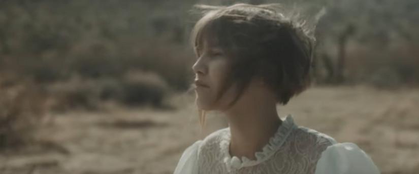 45119 Grace VanderWaal — Stray, новый клип