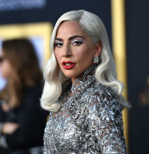 45071 Леди Гага рассталась с женихом