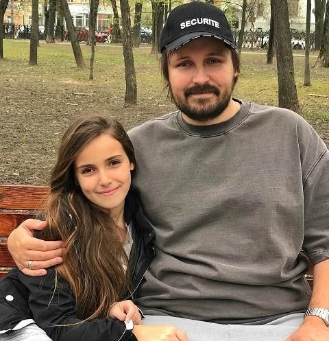 45324 12-летняя дочь Павла Худякова переезжает в Нью-Йорк