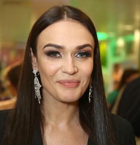 45890 Алена Водонаева закрутила роман со стюартом после разрыва с мужем