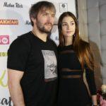 «Нужно всех облить грязью»: жена Александра Овечкина поддержала сборную по хоккею после поражения
