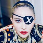 46296 Рыцарские доспехи, пиратская повязка со стразами и специальный лифт: детали выступления Мадонны в финале «Евровидения»