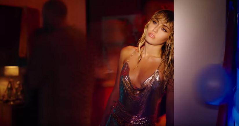 47894 Miley Cyrus — Slide Away, новый клип