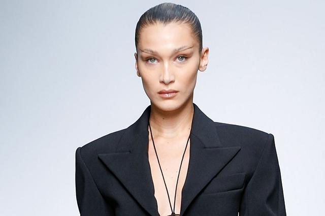 48139 Неделя моды в Париже: Белла Хадид и Тина Кунаки на показе Mugler