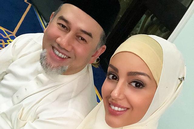 """48173 Оксана Воеводина обратилась к бросившему ее экс-королю Малайзии в видео: """"Проснись! У тебя есть сын!"""""""